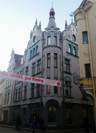 Slumpmässigt valt hus i gamla stan i Tallinn