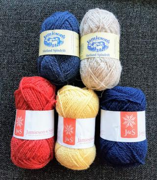 Garn som ska bli kopierade vantar från Shetland textile museum